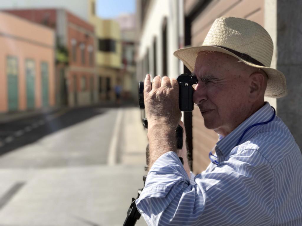 El fotógrafo Efraín Pintos en la Pascua Florida isorana.