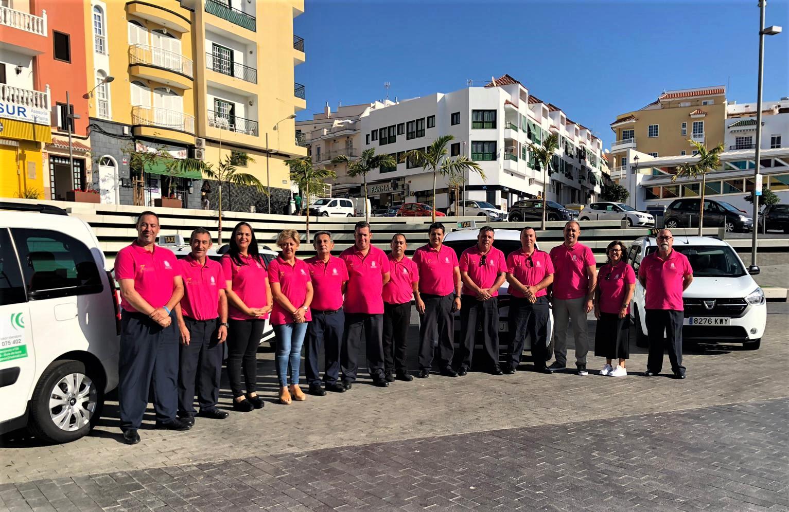 Las y los taxistas isoranos colaboran con Amate por el Día Internacional del cáncer de mama
