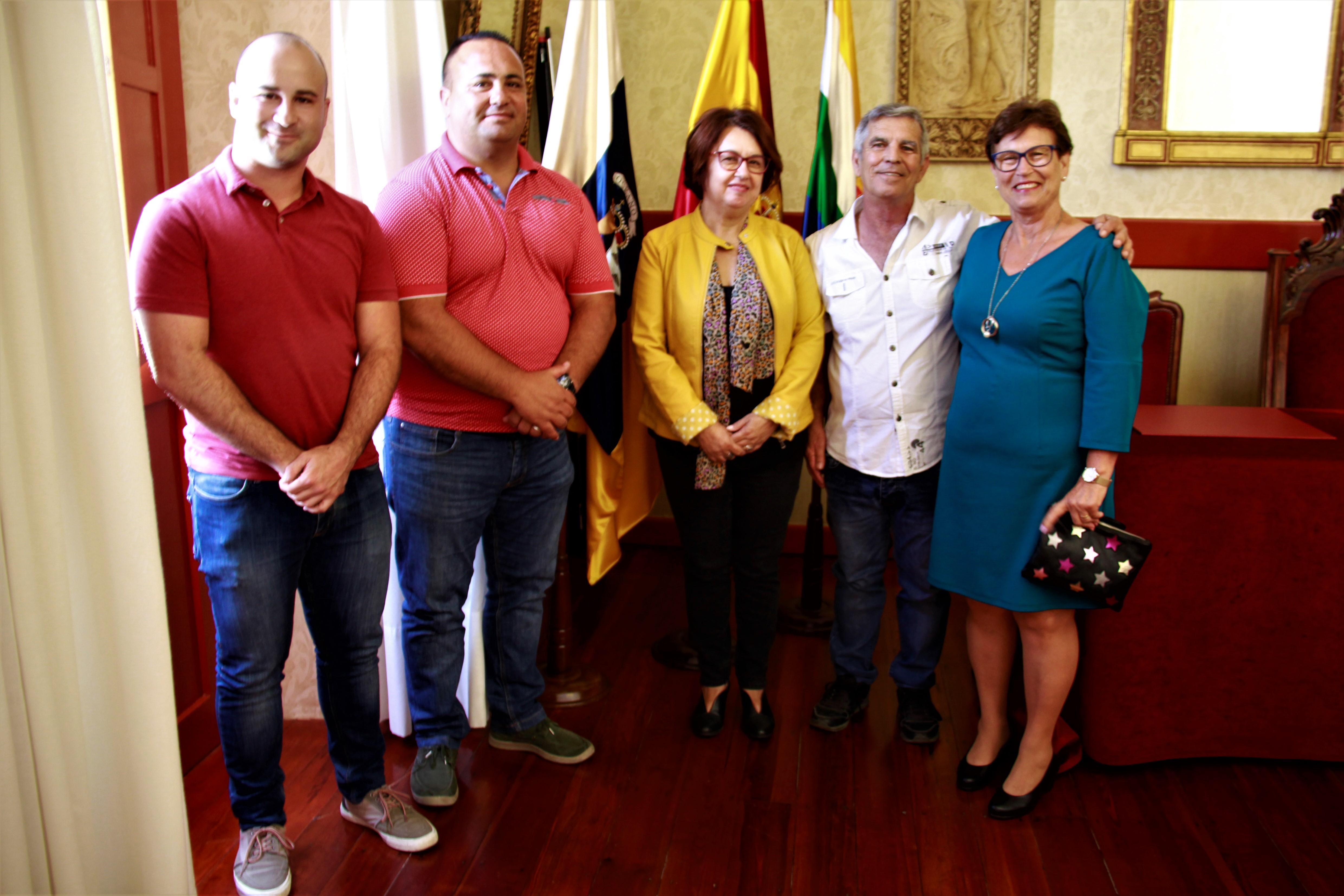 El Ayuntamiento agradece a Margarita Cruz y a Carmelo Mora su dedicación al municipio