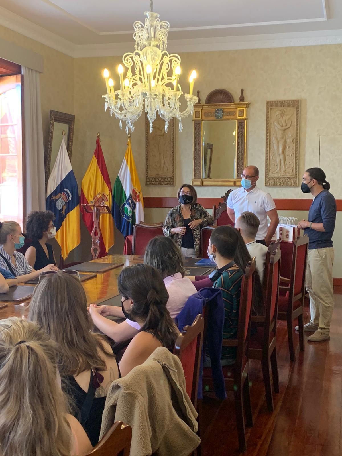 Alcaldesa recibe al grupo Erasmus Plus